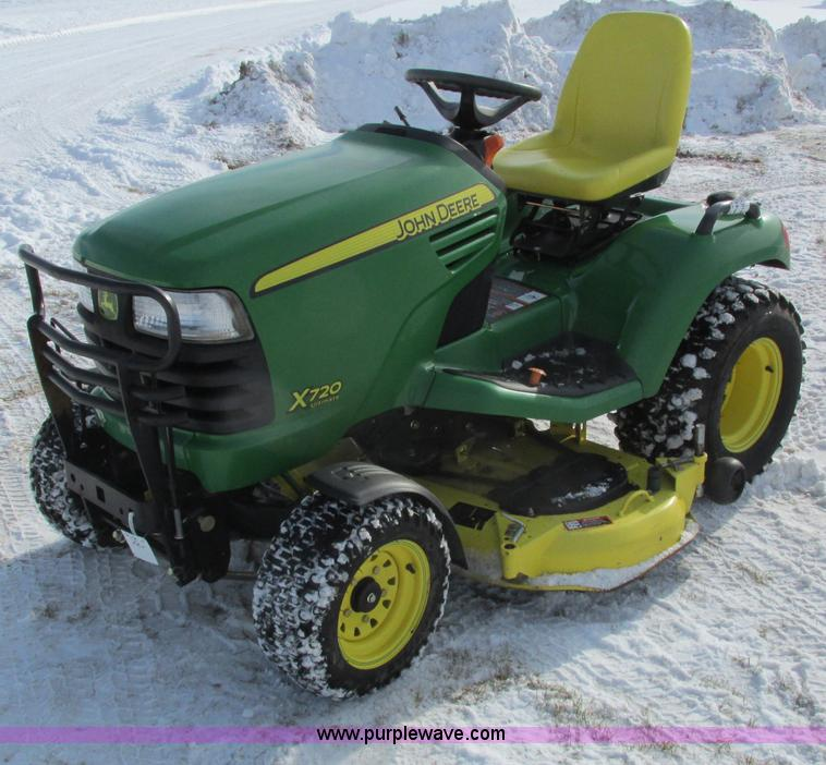 G8871.JPG - 2009 John Deere X720 Ultimate lawn mower , 422 hours on meter , 54 quot cut , Kawasaki 745cc gas eng...