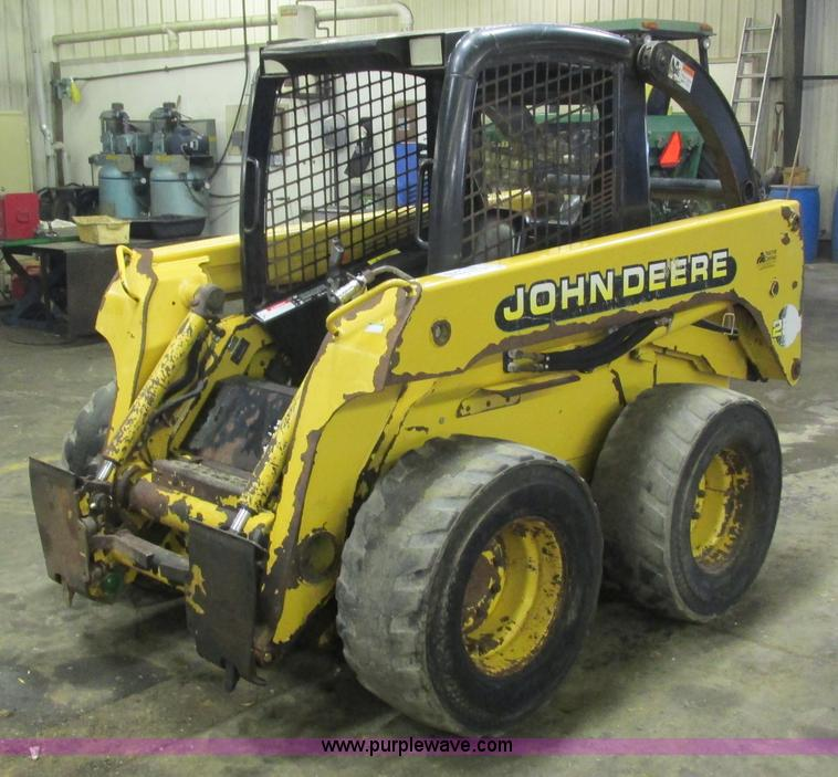 G8876.JPG - 2001 John Deere 250 skid steer , 2,998 hours on meter , John Deere Power Tech 2 9L turbo diesel engi...