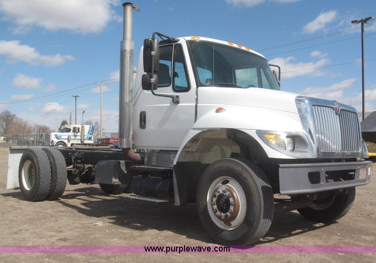 F7314.JPG - 2002 International 7400 cab and chassis , 100,174 miles on odometer , International DT530 8 7L L6 di...