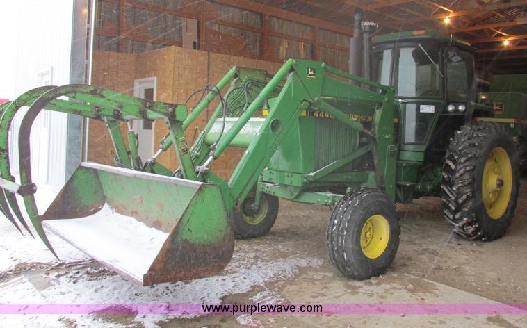 E5423.JPG - 1979 John Deere 4440 tractor , 4,068 hours on meter , John Deere 7 6L six cylinder diesel engine , 1...