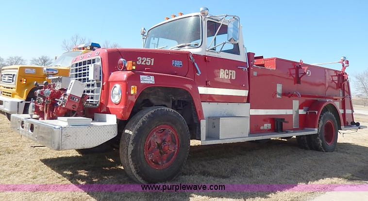 I9308.JPG - 1974 Ford 900 custom cab fire truck , 14,035 miles on odometer , 1,199 hours on meter , Ford V8 gas ...