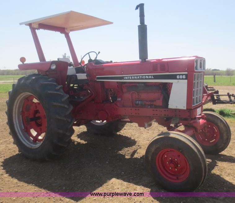 686 International Tractor : International tractor no reserve auction on
