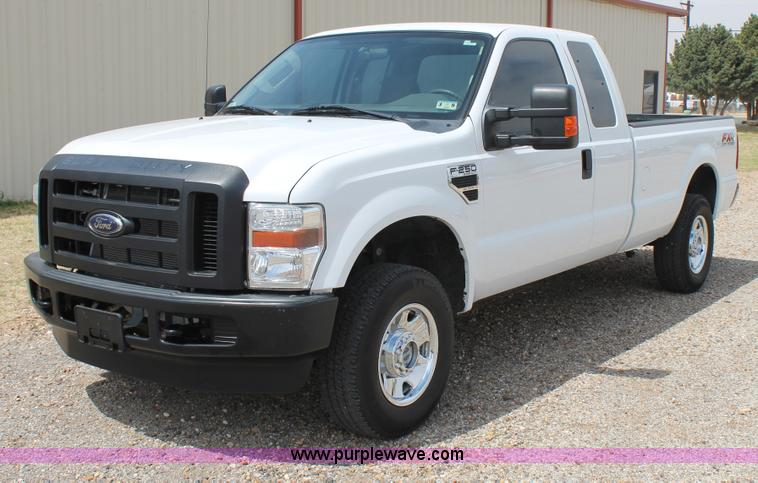 C3811.JPG - 2008 Ford F250 Super Duty SuperCab pickup truck , 86,837 miles on odometer , 6 8L V10 SOHC 30V gas e...