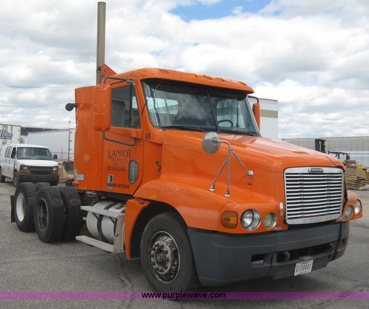 No Reserve Auction On Tuesday May 07: 1999 Freightliner Century Class Semi Truck