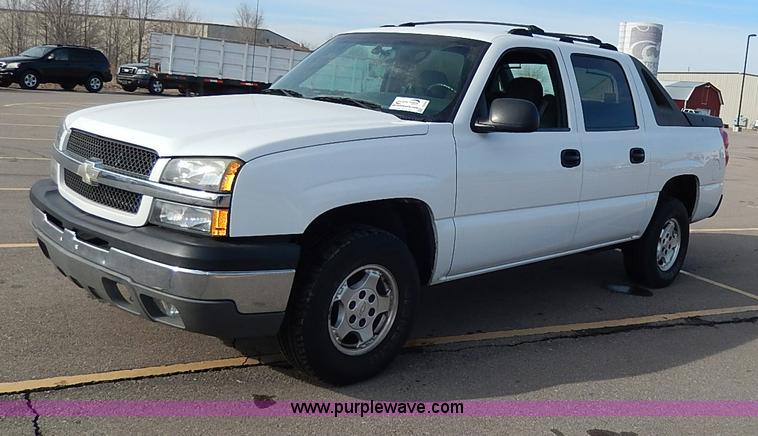 I9358.JPG - 2003 Chevrolet Avalanche 1500 pickup truck , 106,170 miles on odometer , 5 3L V8 OHV 16V gas engine ...