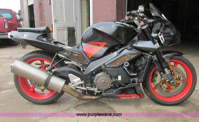 I9646.JPG - 2004 Aprilia Tuono RSV 1000 motorcycle , Unknown Mileage , 120/70ZR17 MC 58W front tire , 180/55ZR17...