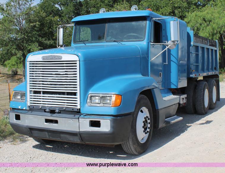 H2992.JPG - 1992 Freightliner FLD dump truck , 980,999 miles on odometer , Detroit Diesel Series 60C 11 1L diese...