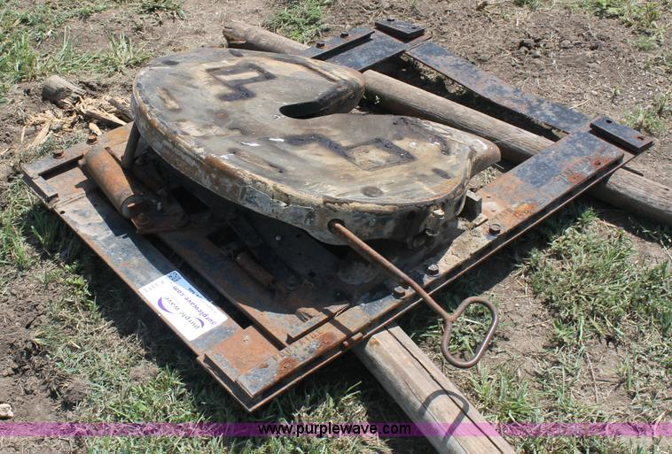 Fontaine semi fifth wheel hitch no reserve auction on wednesday