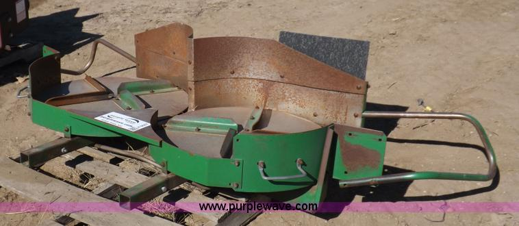 Hydraulic Chaff Spreader : Vehicles and equipment auction in humboldt kansas by