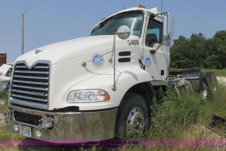 2012 Mack Cxu613 Semi Truck