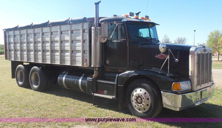 Tractor Challenger 377 : Auction listings in auctions purple wave inc