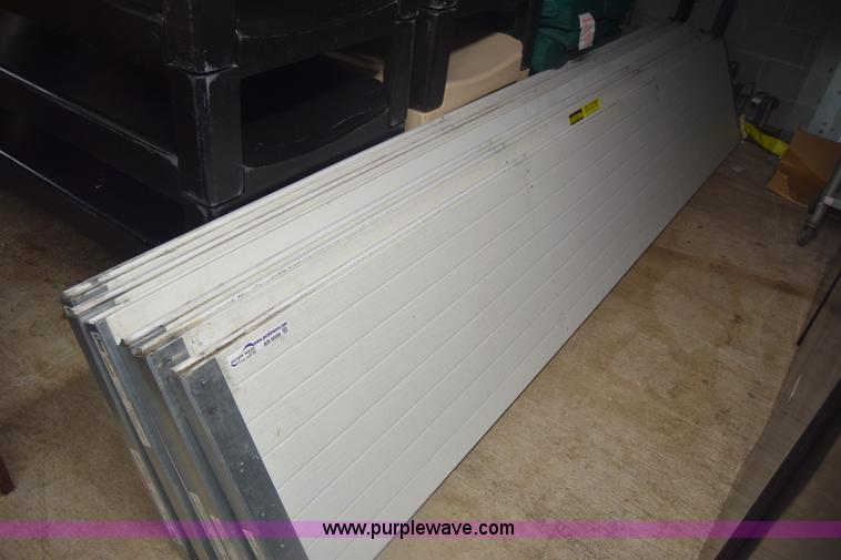 Government auction in by purple wave inc for 20x10 garage door