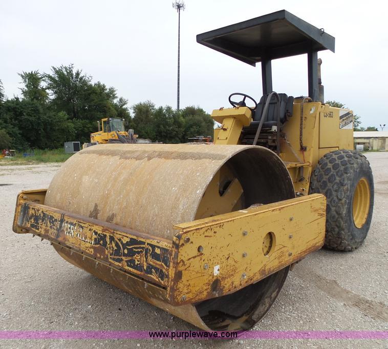 construction equipment auction in paola, kansas by purple wave auction  1993 caterpillar cs 563 single drum roller