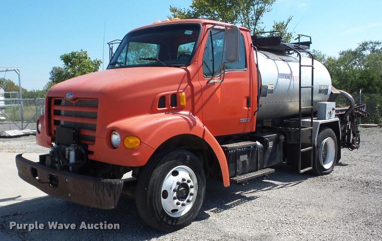 2000 Sterling L7501 oil distribution truck