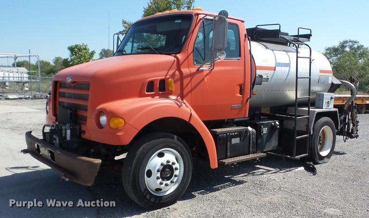 2000 Sterling L7501 oil distributor truck