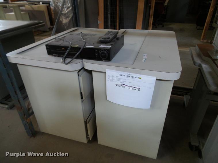 (2) desks