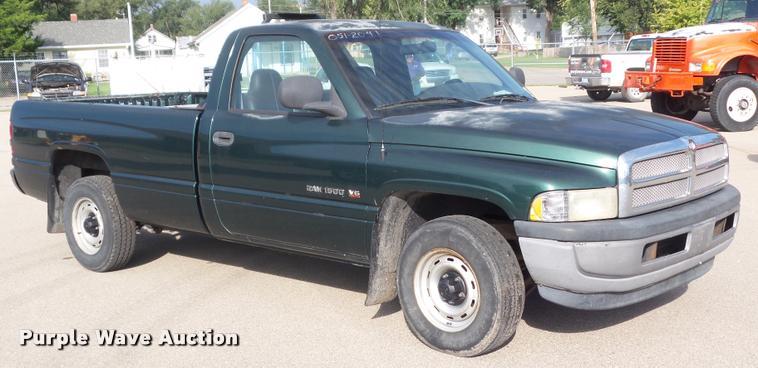 2001 Dodge Ram 1500 pickup truck