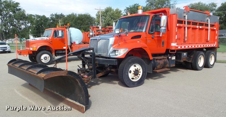 2003 International 7500 dump truck