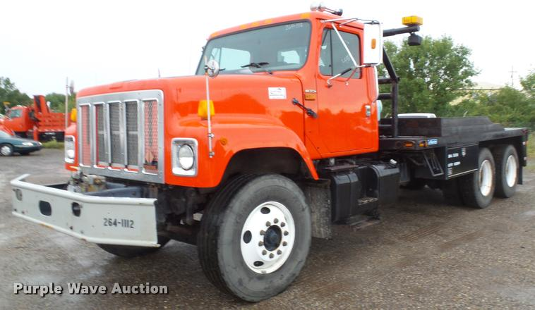 2002 International F2574 flatbed truck