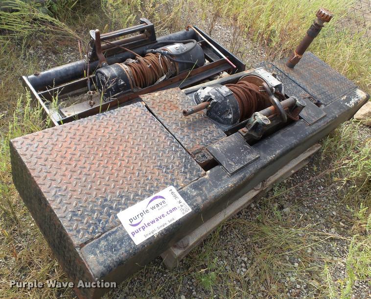 (2) hydraulic winches