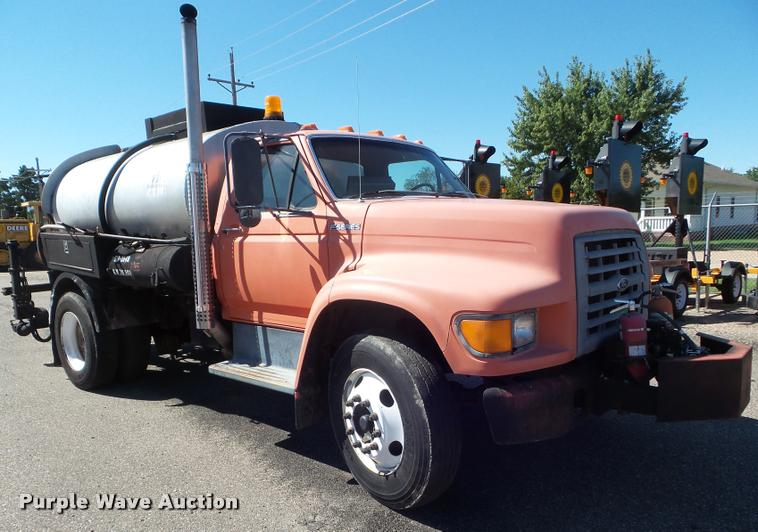 1998 Ford F800 oil distributor truck