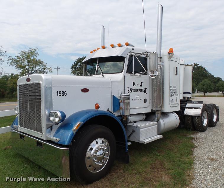 1986 Peterbilt 359 semi truck
