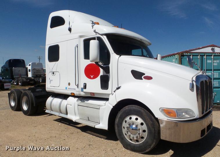 2001 Peterbilt 387 semi truck