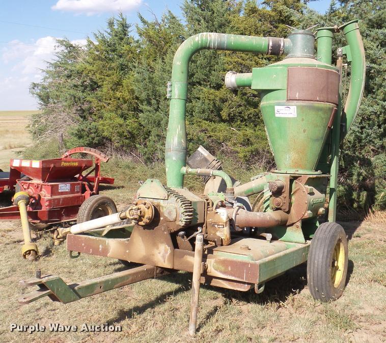 Handlair pneumatic conveying system grain vacuum