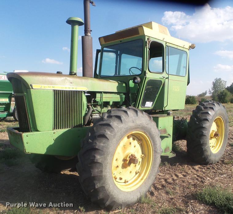 1971 John Deere 7020 4WD tractor