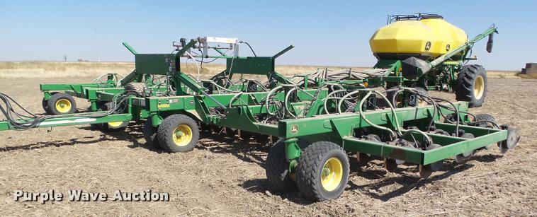 2006 John Deere 1895 42' air seeder with John Deere 1910 air commodity cart