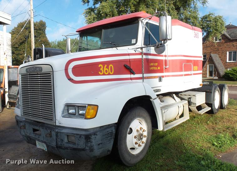 1994 Freightliner FLD112 semi truck
