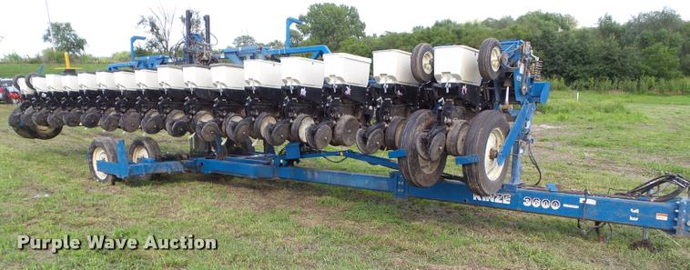 2001 Kinze 3600 split row planter