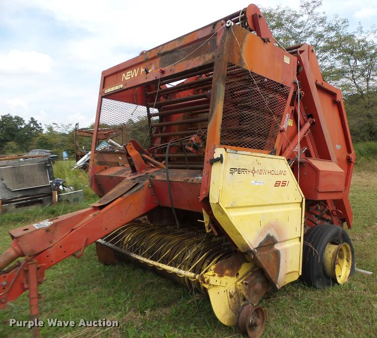 1979 New Holland 851 round baler