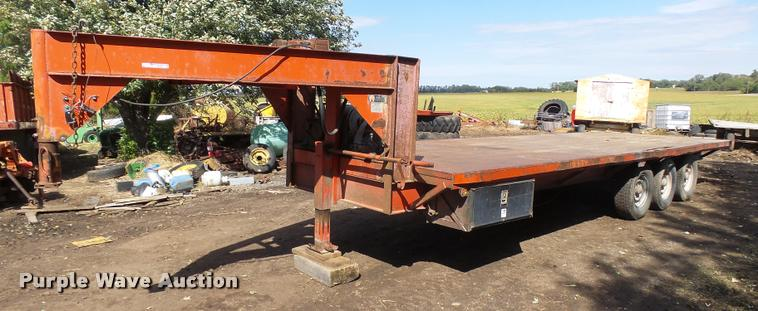 1982 W-W equipment trailer
