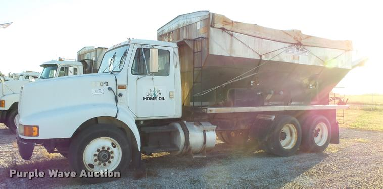 1994 International 8200 tender truck