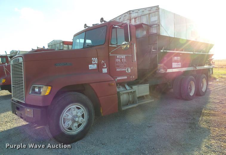 1991 Freightliner FLD12064T tender truck