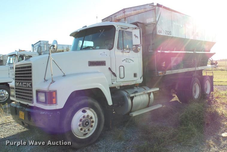 1993 Mack CH613 tender truck