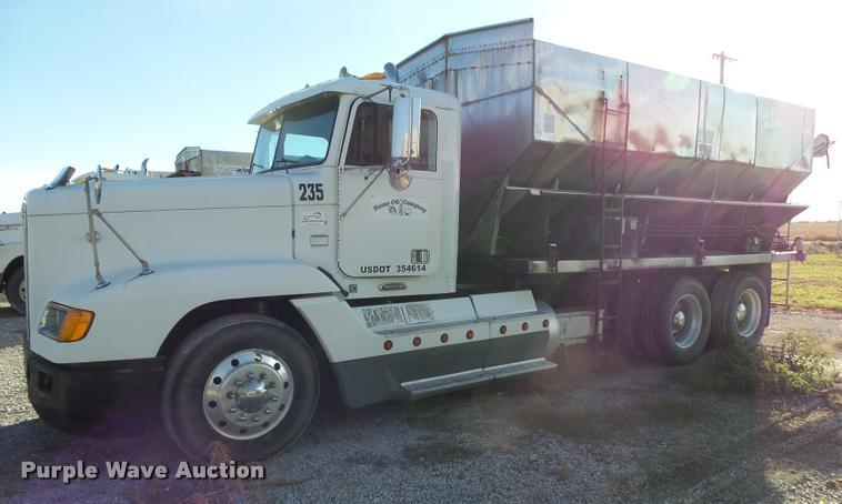 2000 Freightliner FLD11264ST tender truck