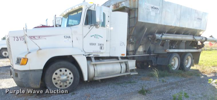 1999 Freightliner FLD12064T tender truck