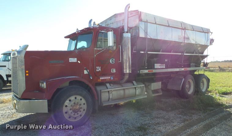 1988 Freightliner FLC12064T tender truck