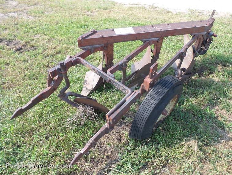 Mccormick Farmall three bottom plow
