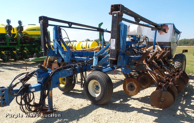 Progressive 6200 12 row strip till