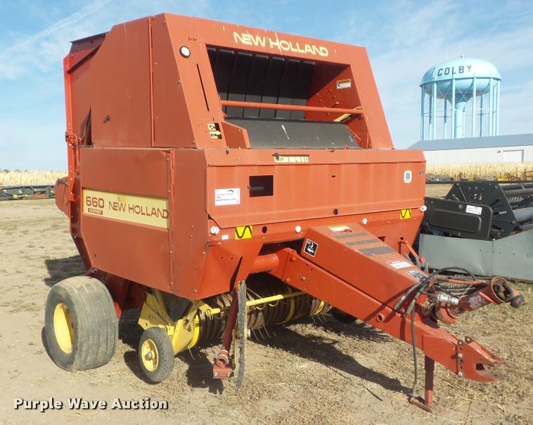 1995 New Holland 660 round baler