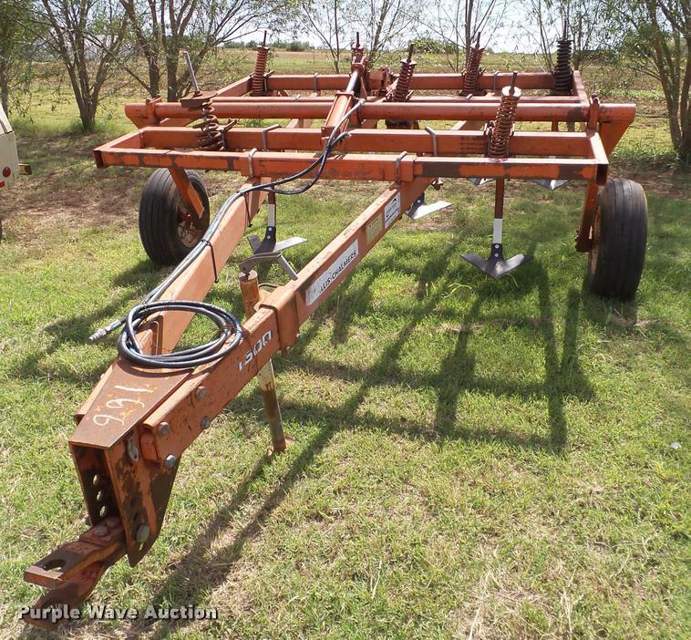 Allis Chalmers 1600 chisel plow