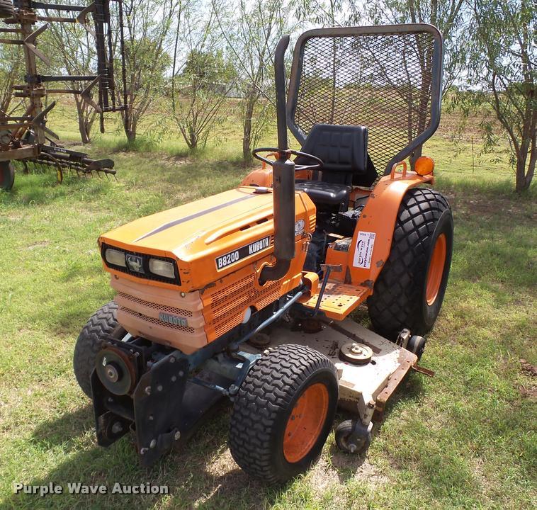 Kubota B8200E tractor