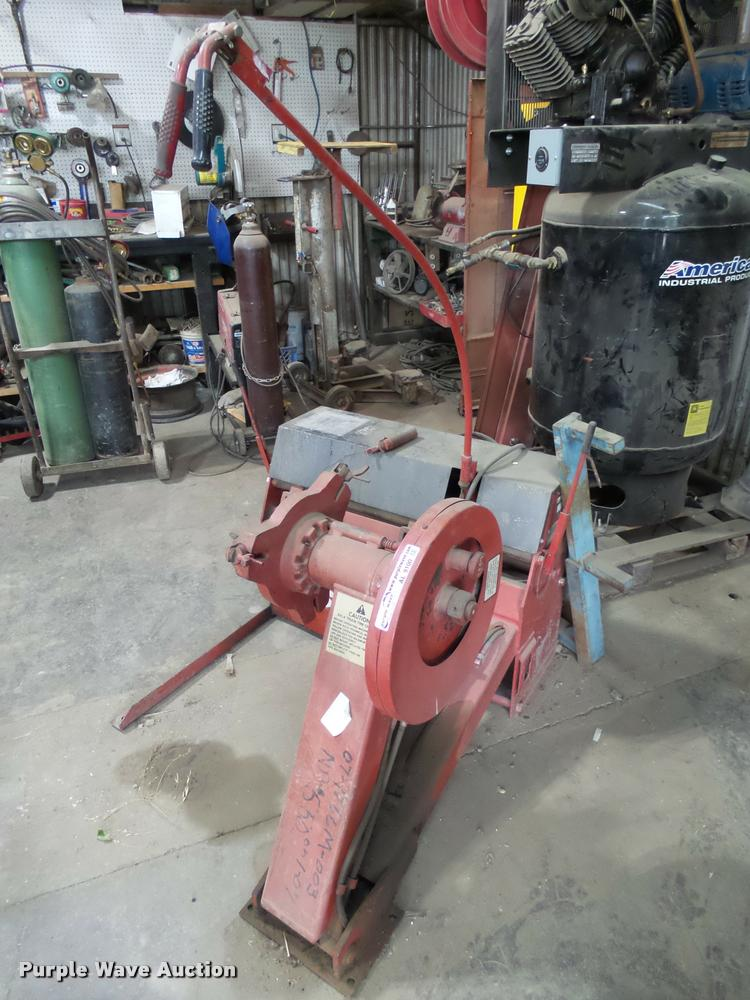 Bishman 931A tire mounter/demounter machine