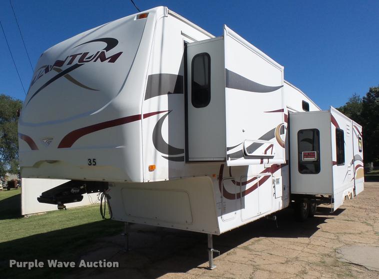 2008 Fleetwood Quantum 375RLQS Extreme Edition camper
