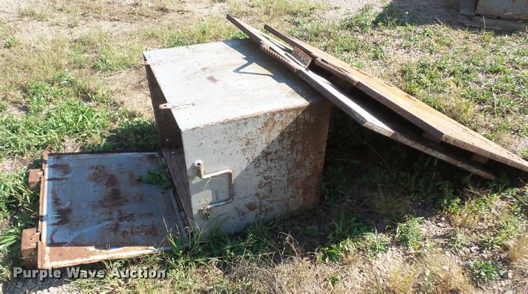 Steel box and plates
