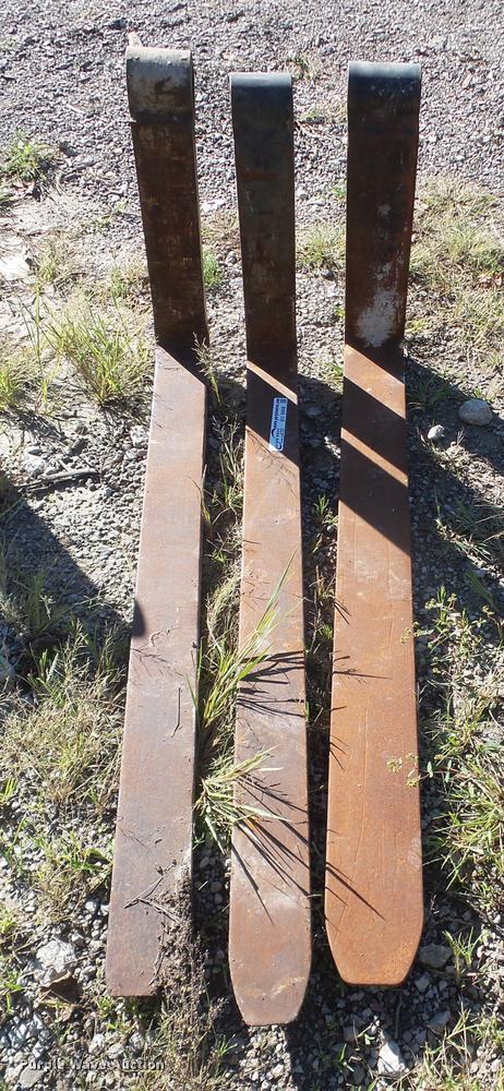 (3) pallet forks