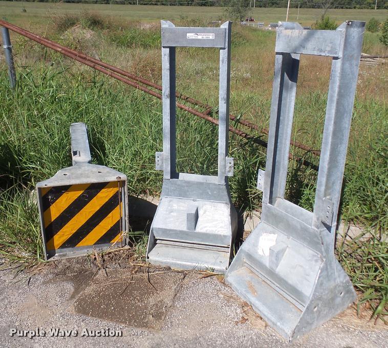 (3) ET-2000 guard rail end terminals